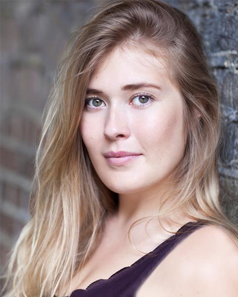Laura Swingler Headshot