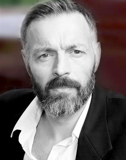 Duncan Ross Headshot