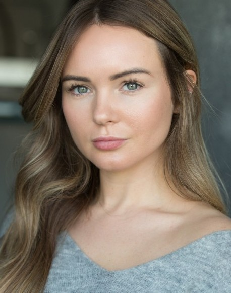 Laura Ainsworth Headshot