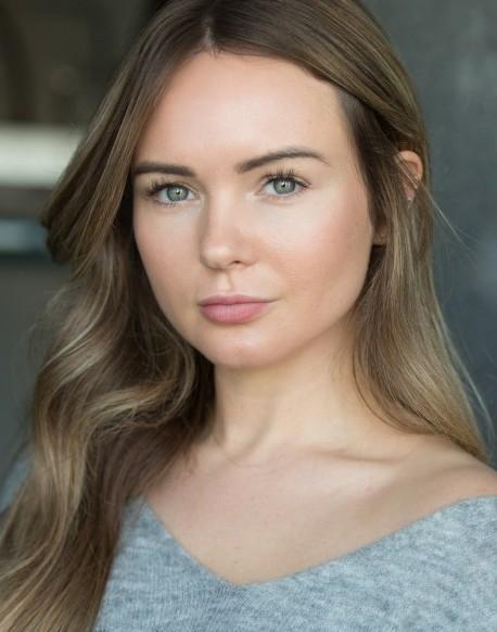 Laura Ainsworth Headshot