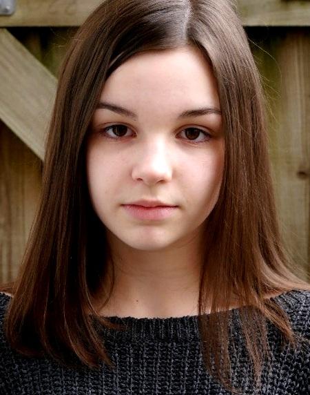 Emma Halpin Headshot
