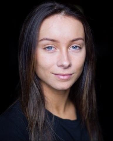 Caitlin Robertson Headshot