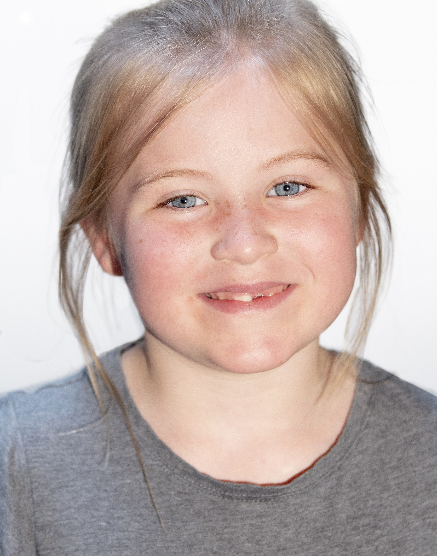 Ellie Thomas Headshot