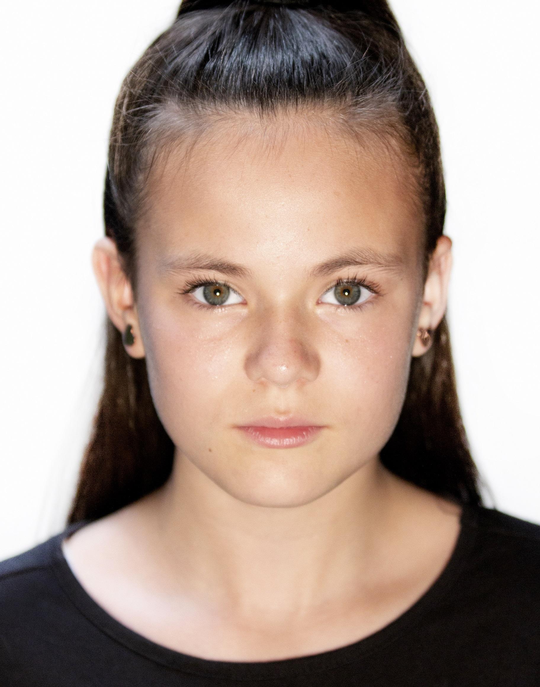 Emma Fowler Headshot