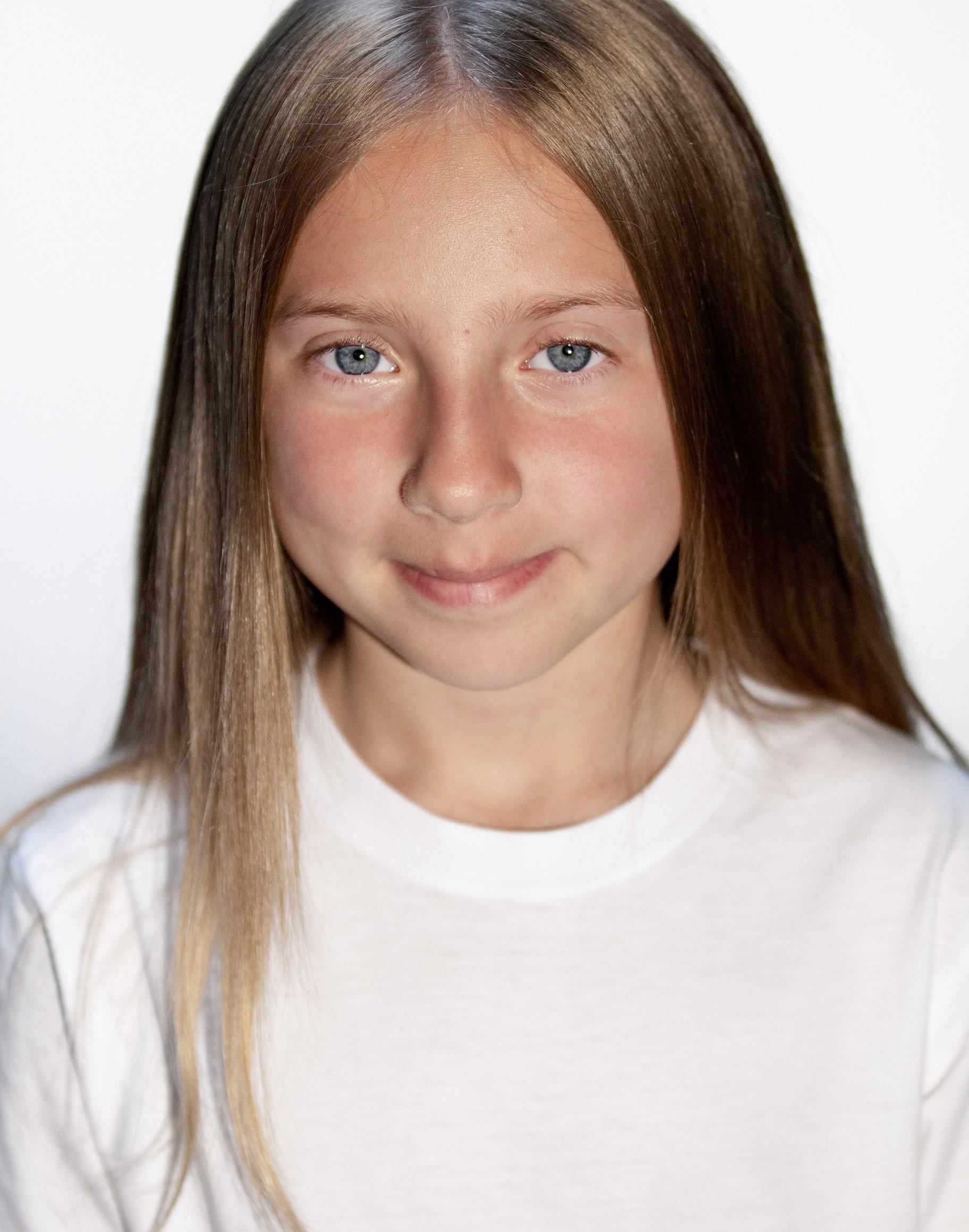 Lucy Brett Headshot