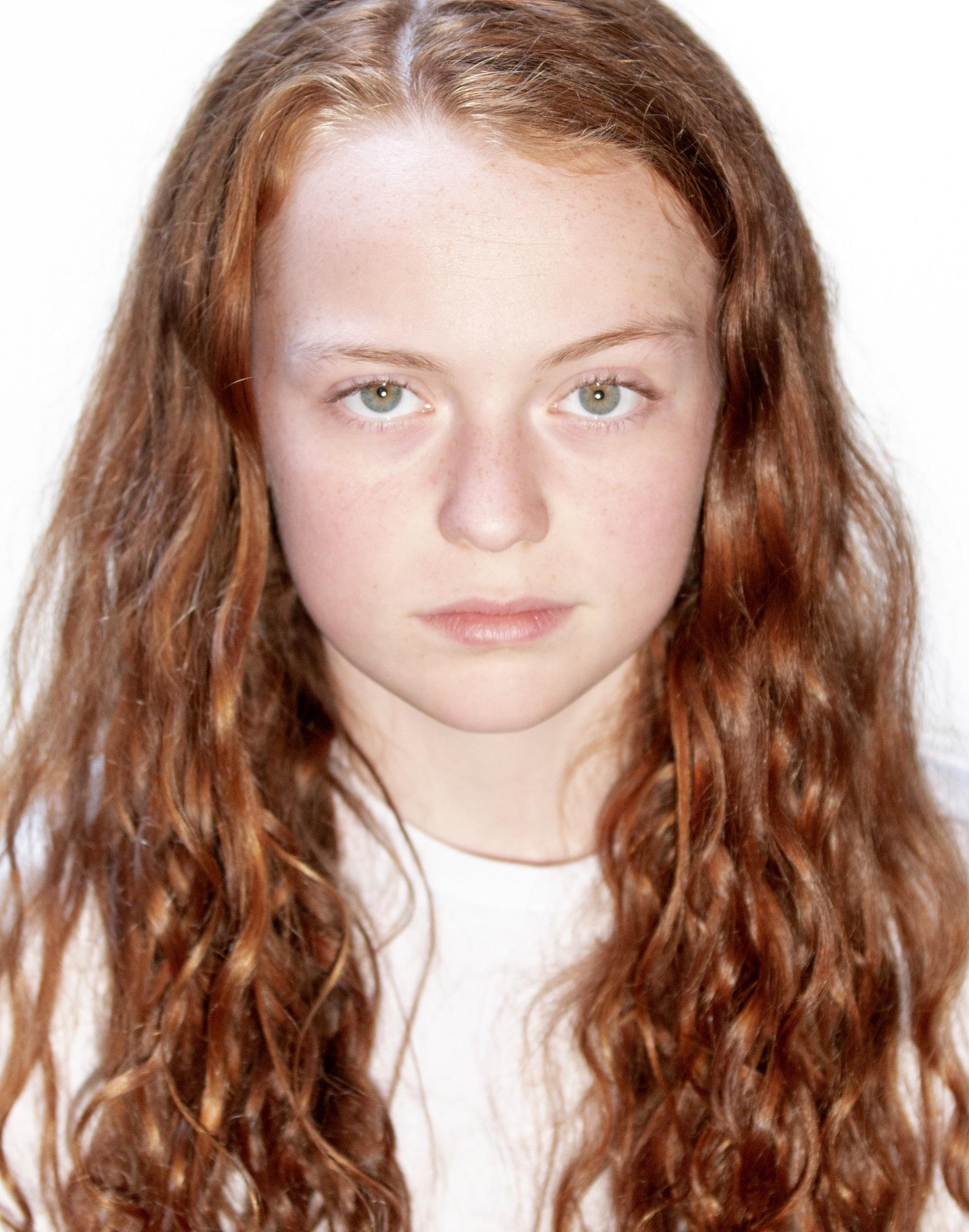 Sarah Woodhead Headshot